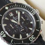 záběr použitých luxusních hodinek na prodej