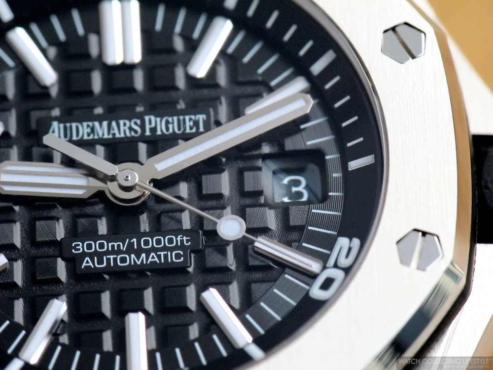 detail na kvalitně zpracovaný ciferník hodinek AUdemars Piguet