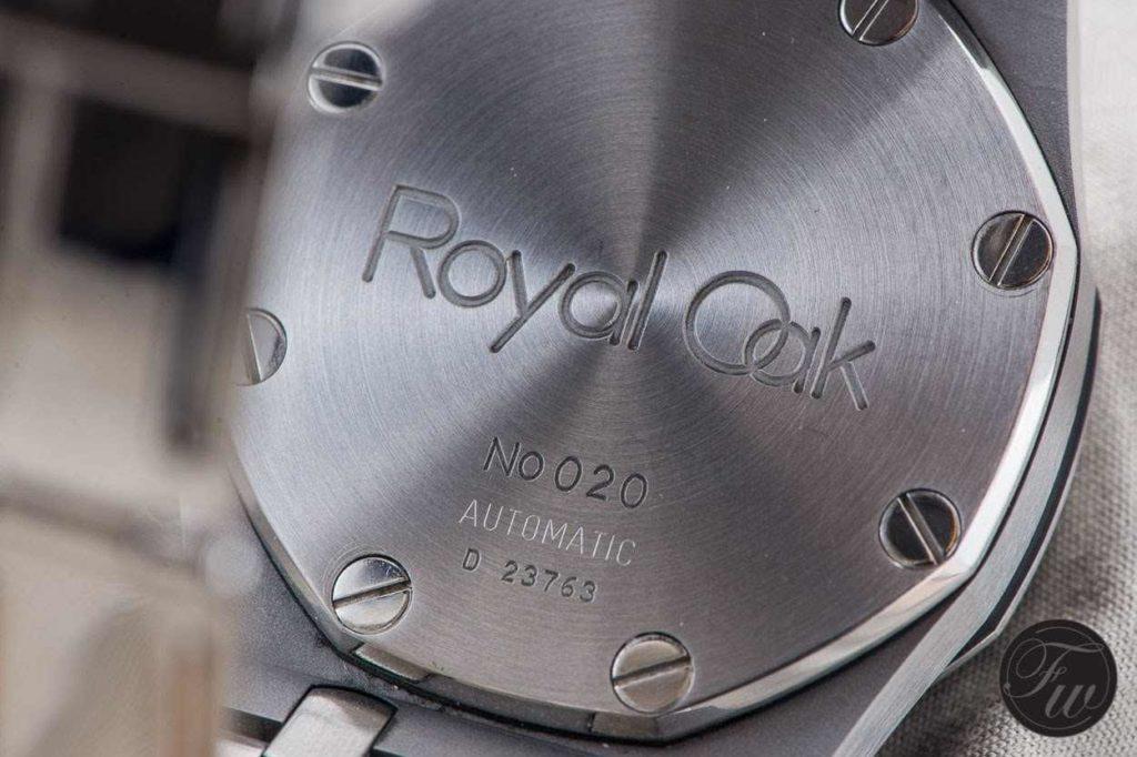 rytiny na víčku hodinek AP Royal Oak