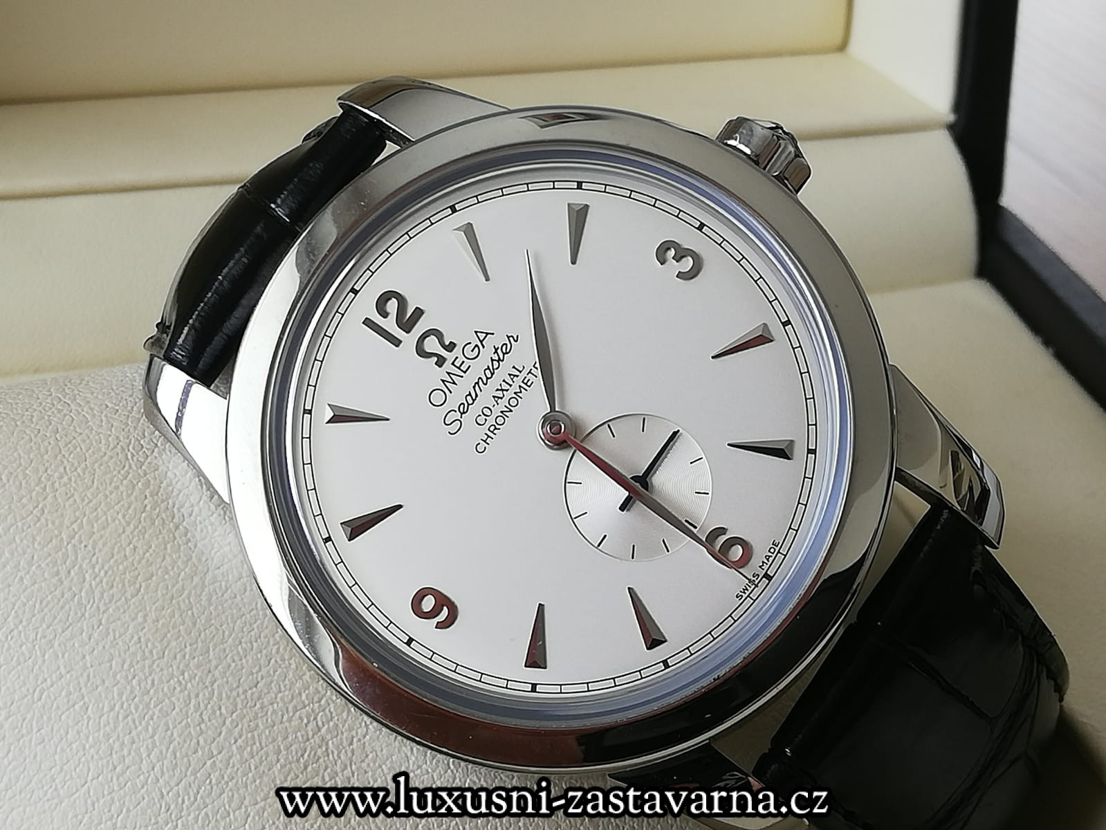 Omega_Seamaster_1948_Co_Axial_Olympic_Collection_London_2012_Limited_39mm_09